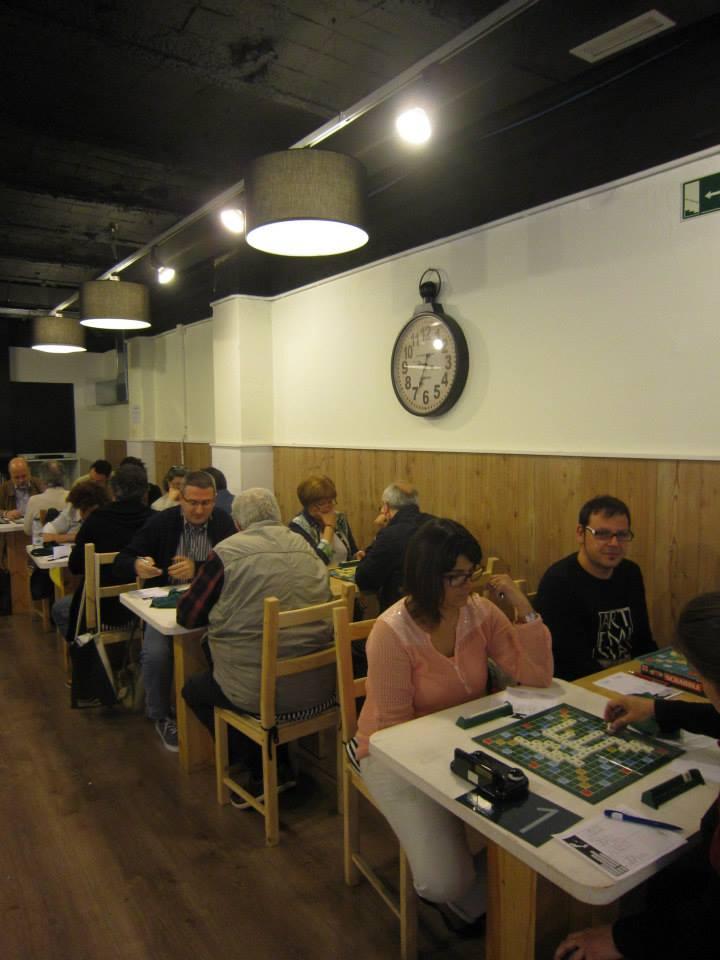 Artemisia i Delta Prat en la primera taula, amb els jugadors creuats.